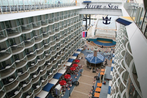 Promenade Allure of the Seas schip in de Oasis klasse