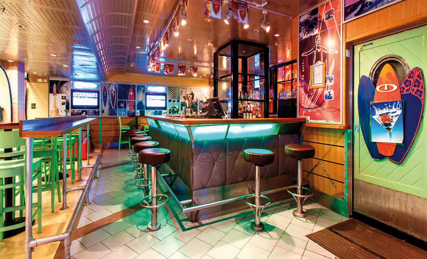 Een bar op de Adventure of the Seas